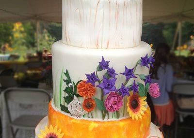 garlic and kale figures on wedding cake